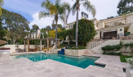A Palisades home and pool.